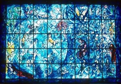 La vidriera de Marc Chagall en memoria de las víctimas del accidente aéreo de 1961 en Zambia, entre las que se encontraba el entonces secretario general de la ONU. |