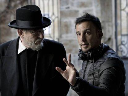 Alejandro Amenábar, en el rodaje de 'Mientras dure la guerra', película producida por Movistar+.