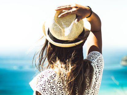Elegimos este protector solar con Aloe Vera de la firma L'Oreal para cuidar el cabello durante el verano.
