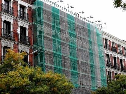 Un edificio en rehabilitación en el centro de Madrid.