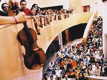 La Joven Orquesta Nacional de España (JONDE) celebró su 20º aniversario durante un concierto en Albacete, en el teatro Circo.
