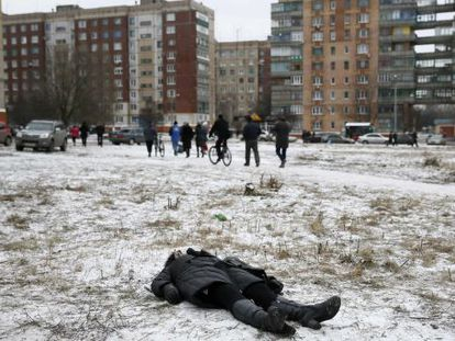 Una mujer muerta este martes en Kramatorsk (Ucrania).
