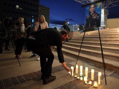 Vigilia en recuerdo de Halyna Hutchins, el sábado por la noche en Albuquerque.
