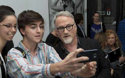 David Fincher se retrata con estudiantes en su clase magistral en Madrid.