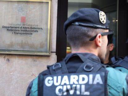 La Guardia Civil ha entrado en sedes de la Generalitat, organismos públicos y empresas en las que se prepara la consulta del 1 de octubre