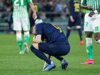 Benzema se lamenta durante el partido ante el Real Betis, este domingo.