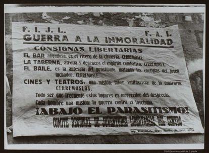 """Cartel contra la """"inmoralidad"""" realizado por las Juventudes Libertarias del Centro."""