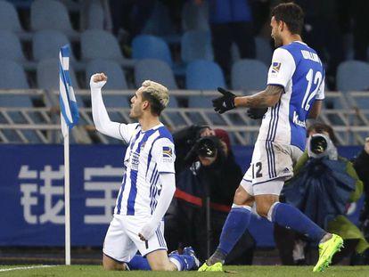 Juanmi celebra su gol, el tercero de la Real.
