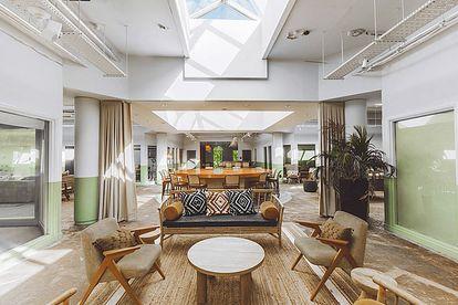 Birch, un 'casoplón' rural británico con aires de hogar de diseño, de refugio y de oficina.