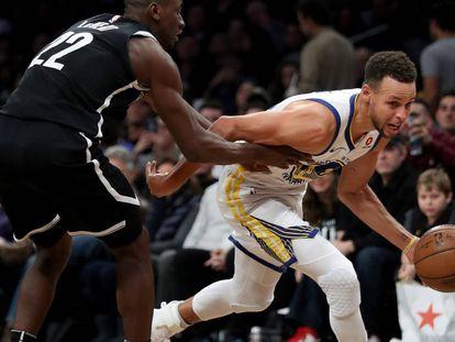 Stephen Curry, en un partido entre los Warriors y los Nets.