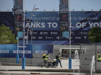 Preparativos para la inauguración del MWC en Fira Gran Via.