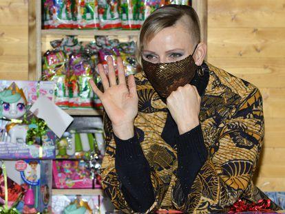 La princesa Charléne de Mónaco, en un mercadillo navideño en Mónaco este miércoles.