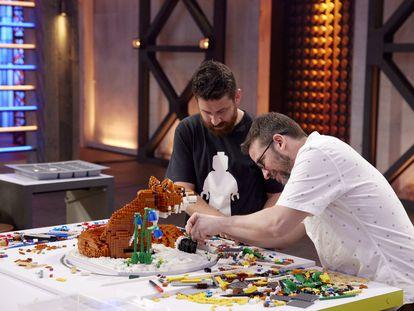 David Velásquez y Gus McLaren, en 'Lego Masters Australia'.