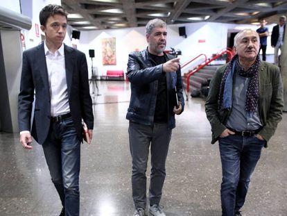 El líder de Más País, Íñigo Errejón; el secretario general de CCOO, Unai Sordo; y el secretario general de UGT, Pepe Álvarez, antes de reunirse