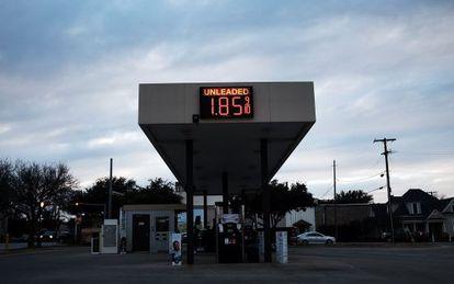 Una gasolinera de Texas, afectado por la bajada de precios.