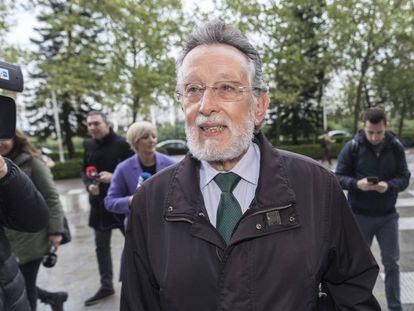 Alfonso Grau, exvicealcalde de Valencia, a su llegada al juzgado donde se ha sentado en el banquillo.