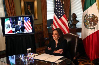 La vicepresidenta de Estados Unidos, Kamala Harris, durante el encuentro telemático con el presidente mexicano, Andrés Manuel López Obrador