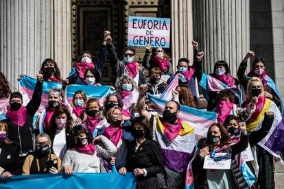Manifestación a favor de la 'ley trans' en las puertas del Congreso el 17 de marzo en Madrid.