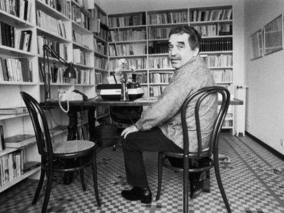 Gabriel García Márquez, sentado en su casa de Barcelona en 1979.