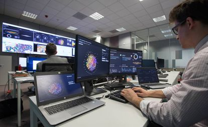 Centro de control de Ciberseguridad de Indra en San Fernando de Henares (Madrid).