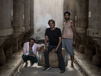 Agustí Villaronga (centro), junto a Roger Casamajor (izquierda) y Óscar Kapoya.