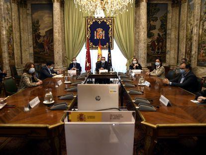 El delegado del Gobierno en Madrid, José Manuel Franco, preside una rueda de prensa.