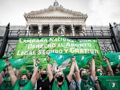 Movilización frente al Congreso argentino a favor del aborto legal, en noviembre.