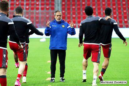 Miñano, durante un entrenamiento con Armenia.