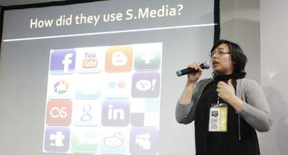 La periodista marroquí Chama Darchoul durante su intervención.