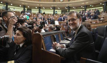 Paloma, en plena tarea, el miércoles, durante la primera sesión del debate de investidura.