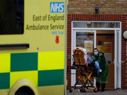Un paciente ingresa en las Urgencias del Hospital Southend de Essex (Reino Unido) el pasado 1 de enero.