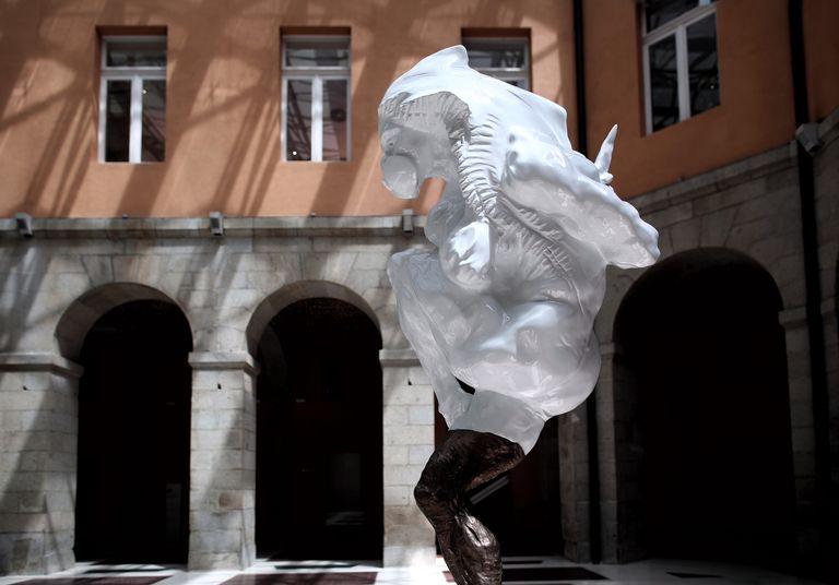 La escultura que homenajea a las víctimas de la covid-19 en Madrid ...