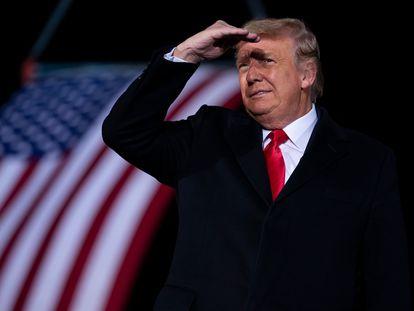 El presidente de los Estados Unidos, Donald Trump, en el mitin de apoyo a los senadores republicanos Kelly Loeffle y David Perdue, en Dalton (Georgia), el 4 de enero.