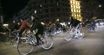 Ciclistas en el centro de Barcelona.
