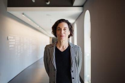 La comisaria de la colección permanente, Isa Grinspum, posa en el Museu da Língua Portuguesa días antes de la inauguración.