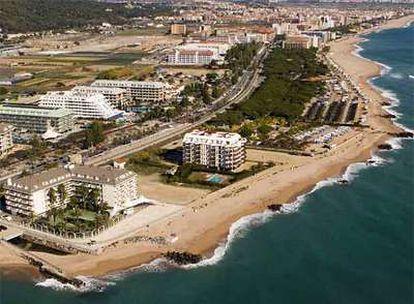 Hoteles y cámpings en Santa Susanna (Barcelona), ubicados dentro de los primeros 500 metros de costa que el Gobierno quiere dejar libres de ladrillo.