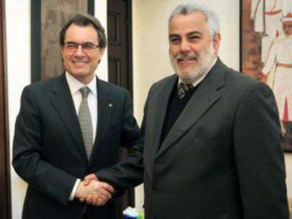 Fotografía cedida por la Generalitat de Cataluña del presidente Artur Mas (izquierda), en su reunión con Benkirán.