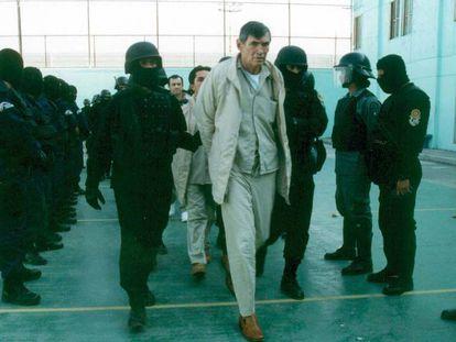 Miguel Ángel Félix Gallardo, 'El jefe de jefes', en el penal de Almoloya, en enero de 2005. En vídeo, el 'teaser' de la cuarta temporada.
