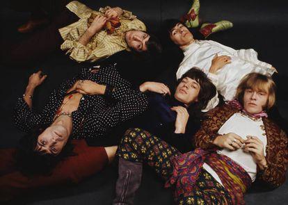 Los Rolling Stones es uno de los grupos de rock más exitosos de la historia y tampoco se libraron de las rencillas internas. En la imagen, la banda posa para los fotógrafos Mark y Colleen Hayward en 1968.
