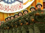 """Con este acto homenaje, la comunidad internacional también ha reconocido en Moscú el sacrificio de los pueblos de la Unión Soviética durante la Segunda Guerra Mundial. Putin he hecho hincapié en que los """"eventos más brutales y decisivos del drama y resultado"""" de la guerra se desarrollaron en la URSS, recordando las batallas de Moscú y Stalingrado. """"Liberando Europa y luchando por Berlín, el Ejército Rojo llevó a un final victorioso de la guerra"""",ha dicho el presidente ruso."""