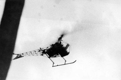 Imágenes del 'happening' 'El helicóptero', de Oscar Masotta.