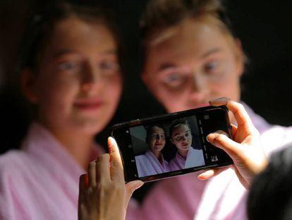 La publicación en Facebook o Instagram de una foto del hijo requiere la autorización de ambos progenitores