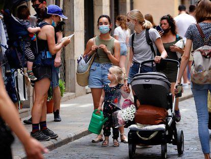 Ambiente en una calle del centro de Girona, el 6 de junio.