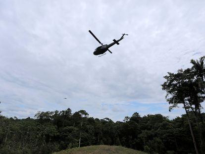Imagen de archivo de un helicóptero militar colombiano en una zona rural del país. La imagen fue tomada en febrero de este año.