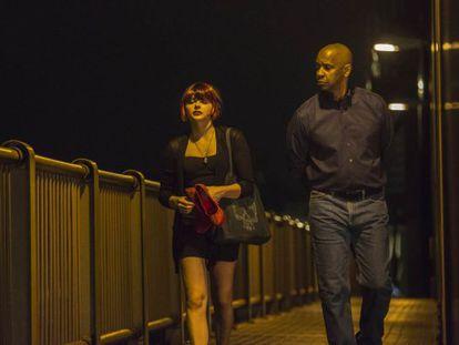 Los actores Denzel Washington y Chloë Moretz en 'El protector'.