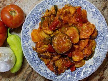 El tumbet es un plato por sí solos, único, más agradecido por la compañía o el linajes de algo bueno, o enriquecidos con alimentos de cuchillo.