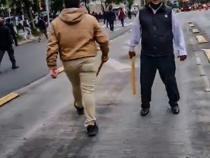 Captura de video de la balacera registrada en las afueras de las instalaciones del Partido Revolucionario Institucional de la Ciudad de México, este martes.