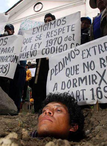 Uno de los presos de la cárcel de San Pedro, en una protesta en 2006 para exigir mejoras en los penales.