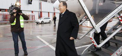 El secretario general de la ONU, Ban Ki-moon, a su llegada al aeropuerto de Ginebra.