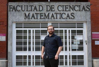 José Ángel González-Prieto, matemático investigador del proyecto, en la Facultad de Ciencias Matemáticas de la Universidad Complutense de Madrid.